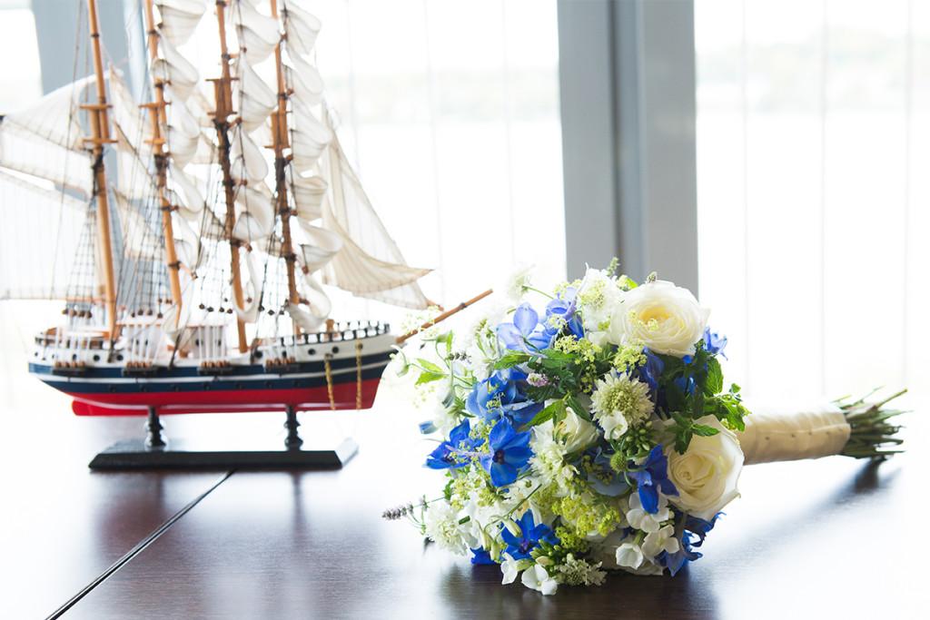 Brautstrauss maritimes Blau Hochzeit Hamburg Hafen Hochzeitsfotograf Berlin
